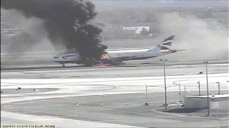 avion flăcări