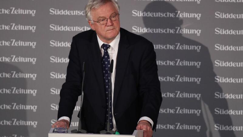 Ministrul britanic pentru Brexit, David Davis, vine miercuri la București