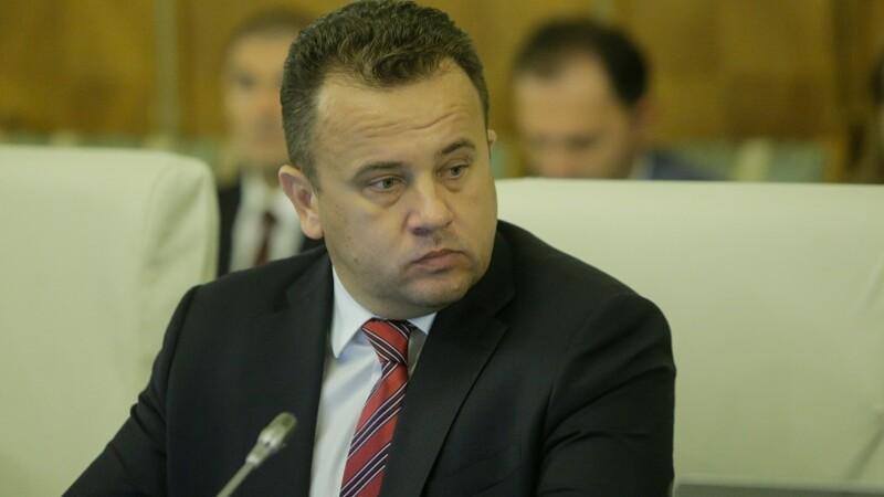 Fostul ministru al Educaţiei Liviu Pop, sondaj pe Facebook privind suspendarea lui Iohannis