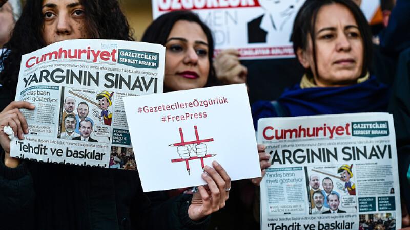 """Jurnalist turc, condamnat la 3 ani de închisoare pentru """"propagandă teroristă"""""""