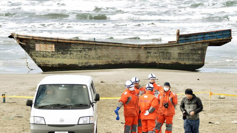 O navă-fantomă plină cu corpuri descompuse a ajuns aproape de malul Mării Japoniei