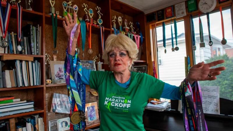 """La 85 de ani, aleargă zilnic câte 3 ore. Secretul: """"Vin, brânză și înghețată"""""""