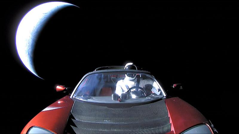 La ce distanță față de Pământ a ajuns mașina lansată în spațiu de Elon Musk