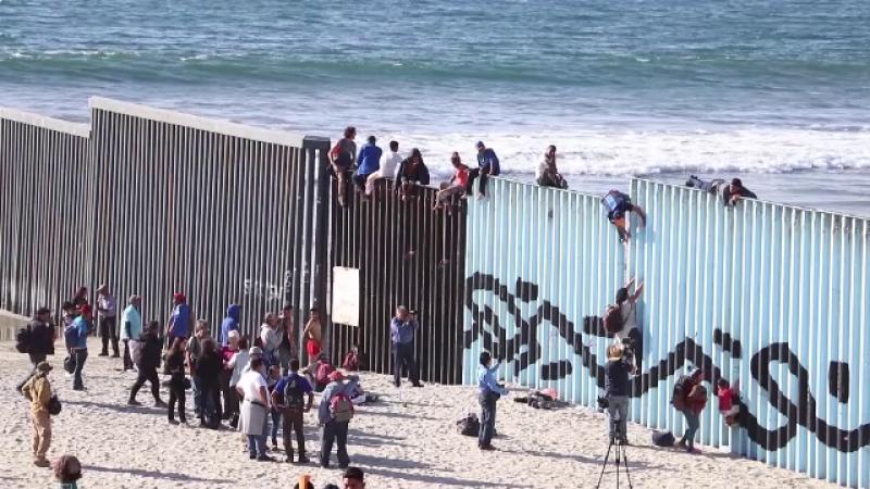 caravană migranți