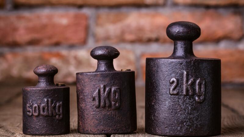 Guvernul României schimbă definiţia metrului, kilogramului şi secundei. Care e explicaţia