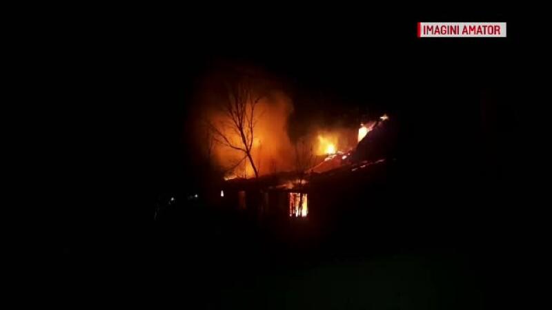 casa care arde