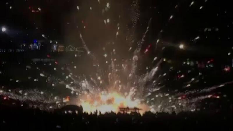 Momente de groază la un festival. Un balon cu aer cald, încărcat cu cu material pirotehnic, s-a prăbușit peste mulțime