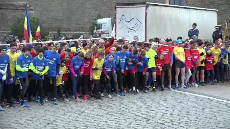 Tineri și vârstnici au alergat aproape 3 kilometri la Crosul Unirii de la Alba Iulia