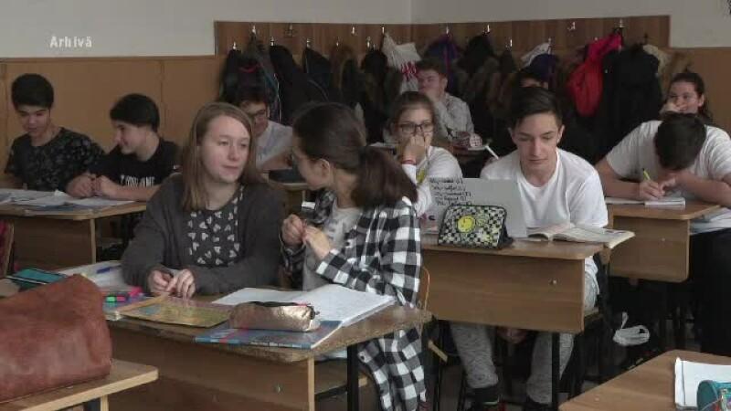 Elevii vor sta mai puțin la școală. Numărul orelor a fost redus