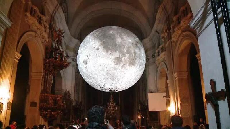 Luna biserica