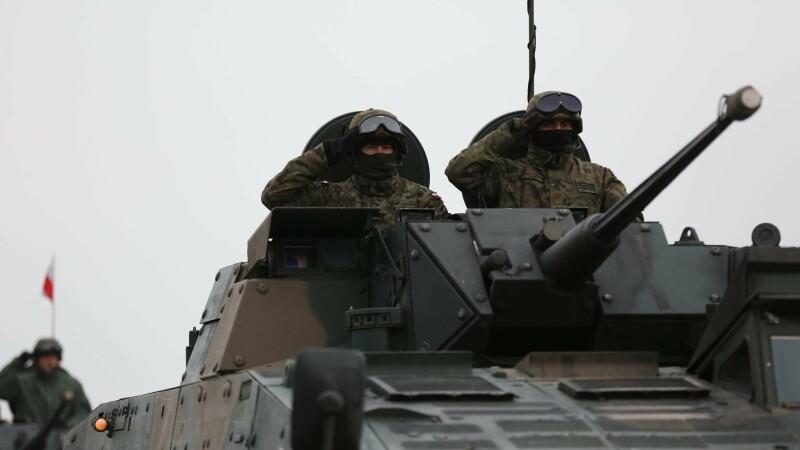 Repetiții pentru Parada militara de 1 decembrie din București - 1