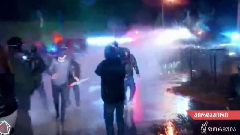 Lupte de stradă în Georgia. Poliţia a intervenit cu tunuri cu apă şi gaze lacrimogene