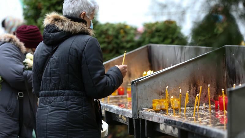 Femeie din Suceava amendată după ce taximetristul care a dus-o la biserică a sunat la 112 să reclame că nu purta mască