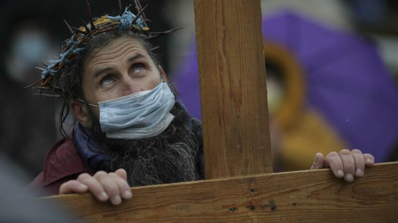 Sute de credincioși la pelerinajul la Peștera Sf. Andrei. Arhiepiscopul Tomisului: