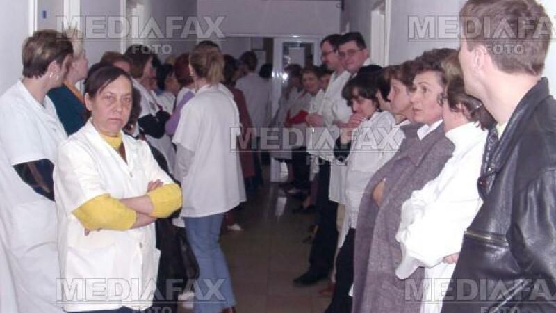 Asistentele Spitalului de Urgenta Buzau au protestat pentru salariile mici