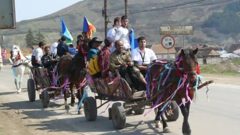 Bataie cu pumni si pietre intre doua clanuri de rromi la Sintesti