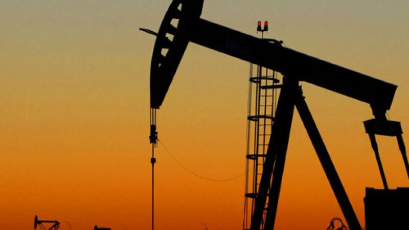 Pretul petrolul atinge vineri a treia zi de declin