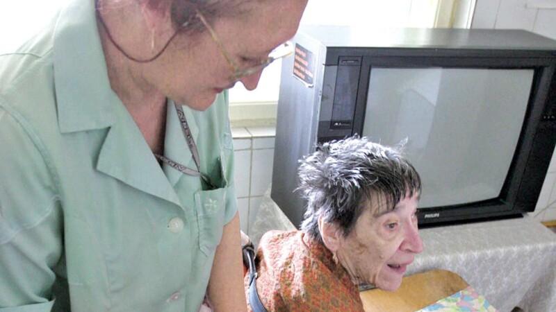 Sindicat: 4.000 de asistenți sociali nu au asigurare medicală, după ce nu și-au mai primit salariile și de 2 luni