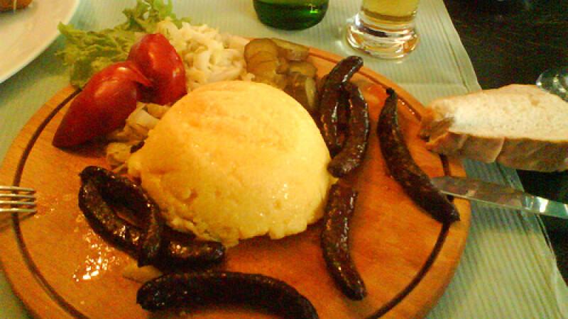 Ospat romanesc cu bunatati traditionale pentru albaiulieni