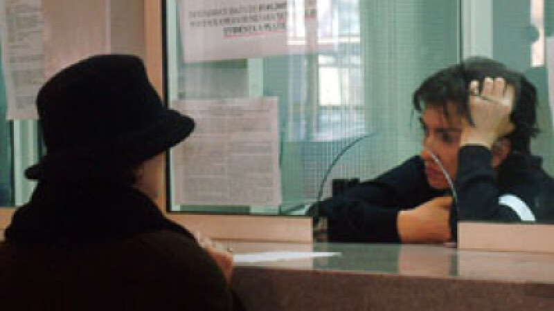 Functionarii publici intra in greva de avertisment
