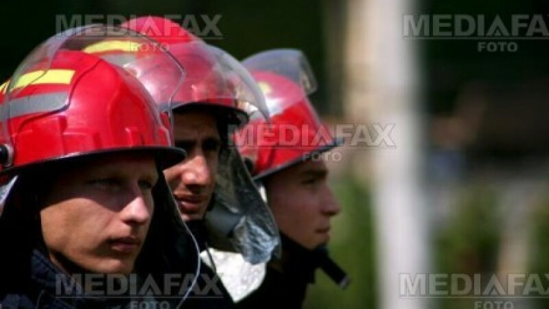 Lectie tinuta de pompieri, la o scoala din Cluj