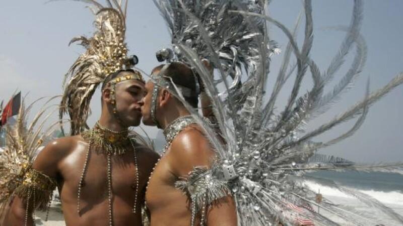 Dezmat la parada gay de la Copacabana !