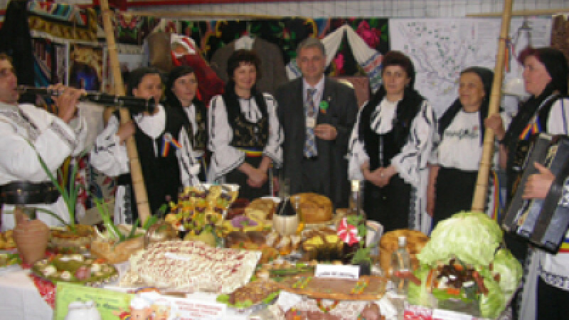 Taranii isi atrag pe vizitatori cu produse traditionale