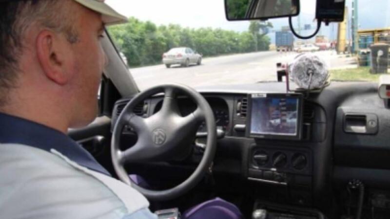 Politistii verifica masinile care circula prin Buzau