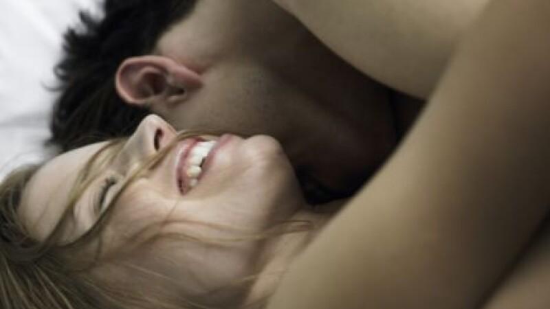 Sex tape la 14 ani. Doi elevi s-au filmat in dormitor si au postat imaginile pe Facebook