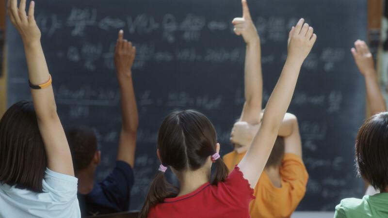 Peste 2.000 de copii din Alba vor incepe din toamna clasa zero