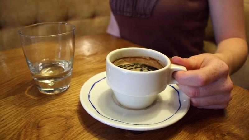 Razbunarea unui angajat umilit la serviciu. Ce le-a pus in cafea colegilor de munca