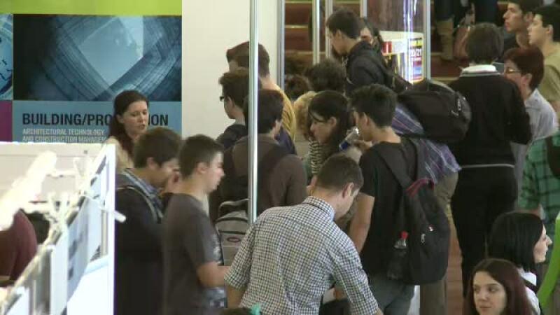 Tinerii romani, invitati sa studieze in strainatate. Majoritatea prefera Marea Britanie