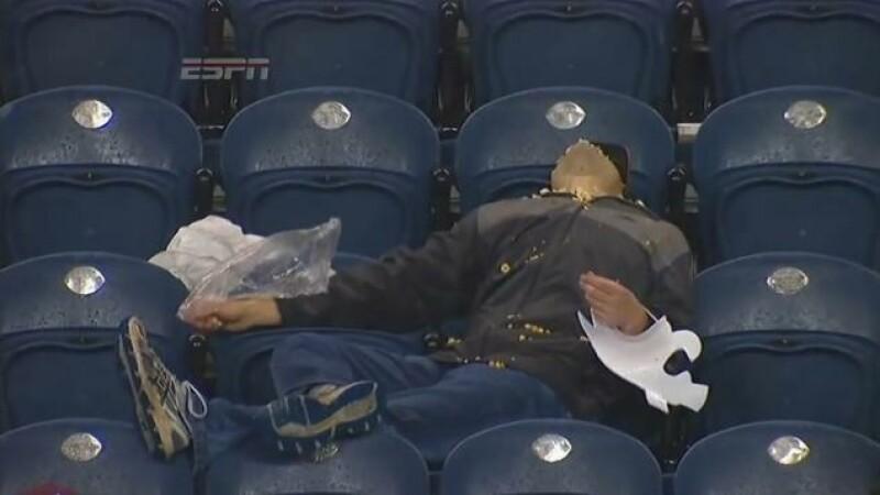 Cel mai trist suporter de pe stadion. Ce a facut acest fan dupa ce echipa sa a pierdut meciul