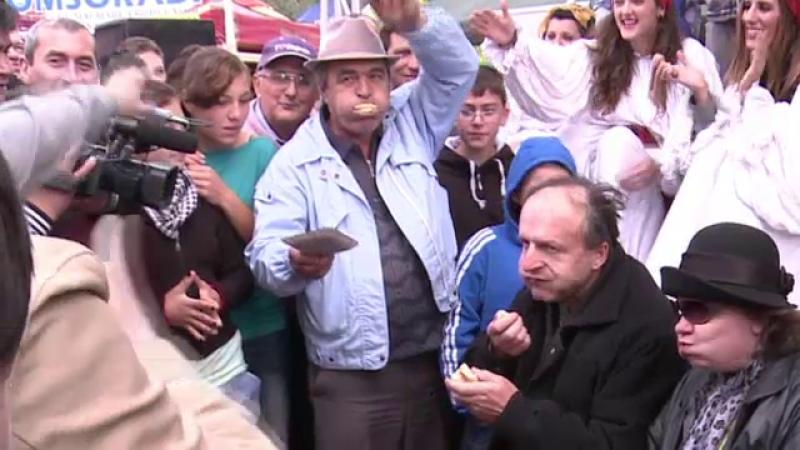 Cine raspunde pentru barbatul mort la un concurs de mancat carnati. Medicii spun ca putea fi salvat
