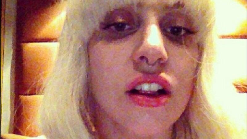Lady GaGa si-a incantat fanii pe Twitter cu imaginea de promovare a noului ei single. FOTO