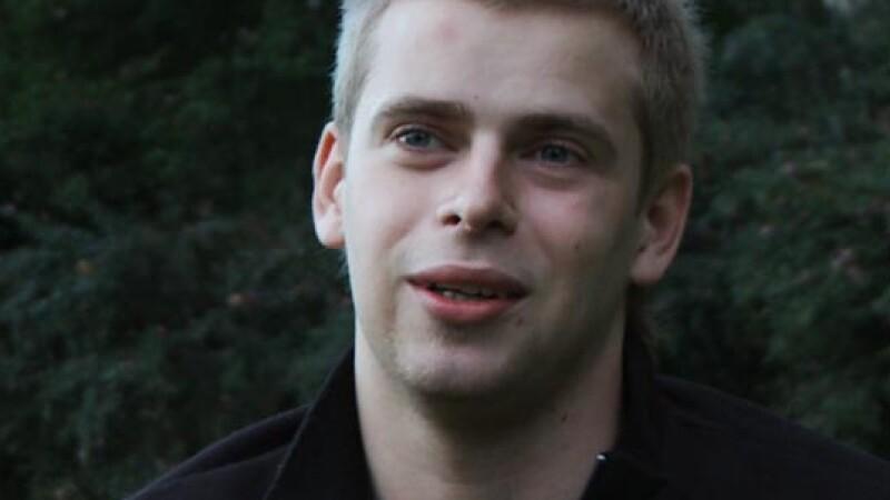 Oferta primita de barbatul de 24 de ani care si-a scos virginitatea la vanzare