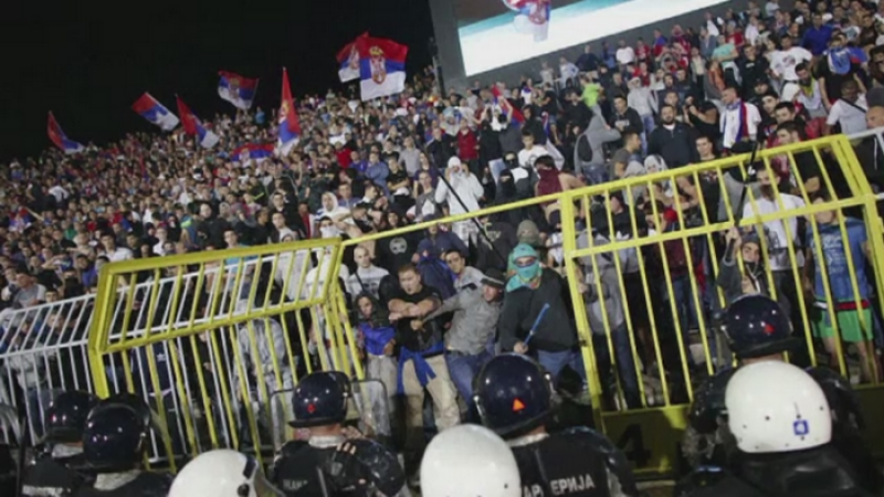 Meciul Serbia - Albania a fost scena tensiunii etnice din Razboaiele Iugoslave. Bataie generala intre jucatori si suporteri