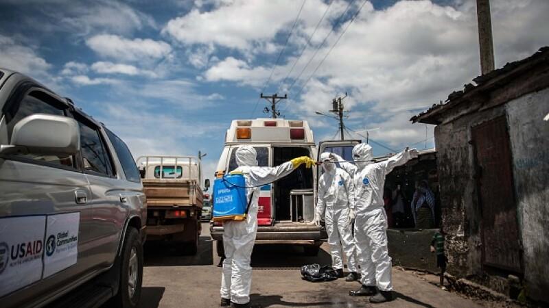 Medicii si infirmierele care lupta impotriva epidemiei de Ebola in Africa de Vest, numite de Time personalitatile anului 2014