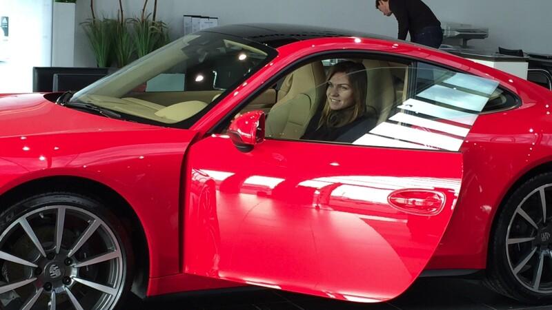 Simona Halep a primit cadou un automobil Porsche. Tenismena ar putea deveni ambasadoare a marcii