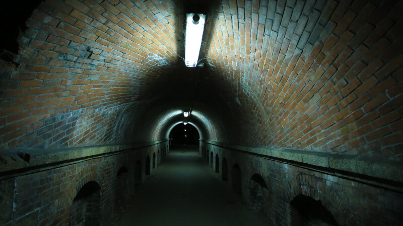 tunel - shutterstock