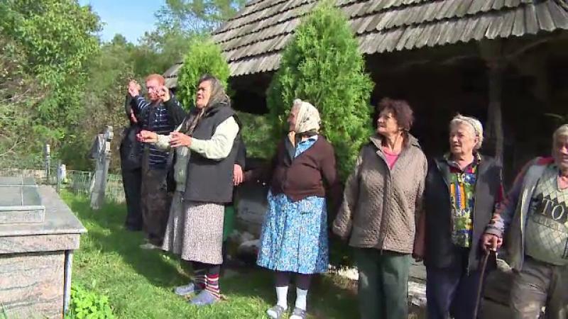 Scandal intr-un sat din Gorj, dupa ce primaria vrea sa mute o biserica veche intr-un parc din Craiova. \