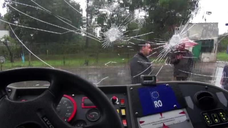 autobuz vandalizat in Galati
