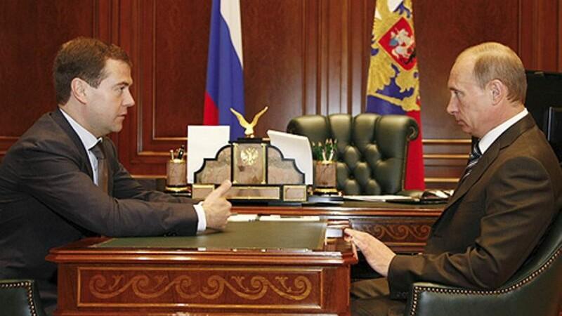 Vladimir Putin si Dimitri Medvedev