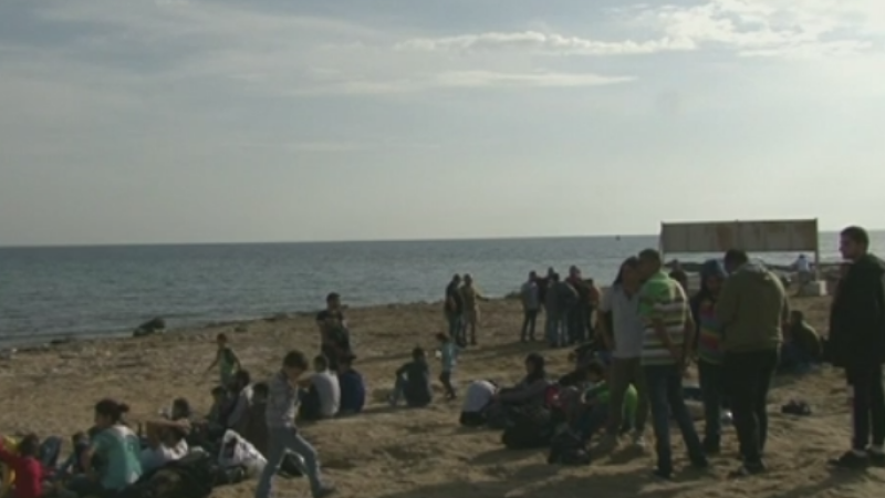 Premiera in criza refugiatilor. Doua barci cu peste 100 de oameni au ajuns la o baza britanica din Cipru. Ce au povestit