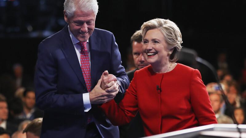 Averea familiei Clinton: zeci de milioane de dolari din discursuri. Suspiciuni de conflict de interese