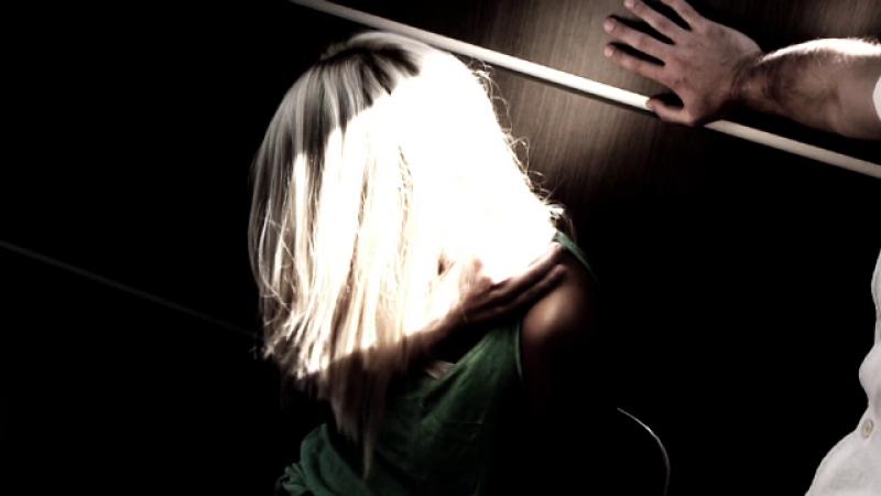 O tanara s-a sinucis, dupa ce tatal ei vitreg, pe care l-a acuzat de viol, a fost achitat. Ce a scris in biletul de adio