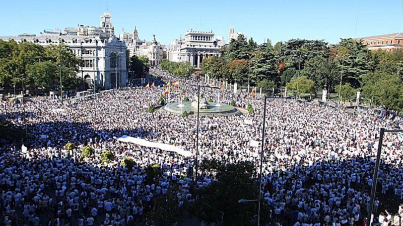 Mii de persoane fac apel la unitatea Spaniei, pe străzile din Madrid