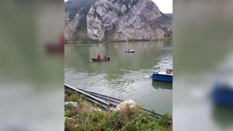 Masina cazuta in Dunare