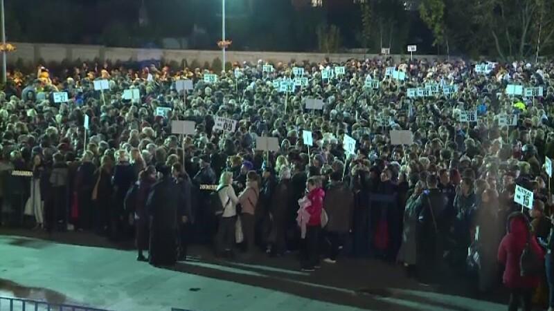 Peste 6.000 de credincioși din Voluntari, prezenți la moaștele Sfintei Parascheva
