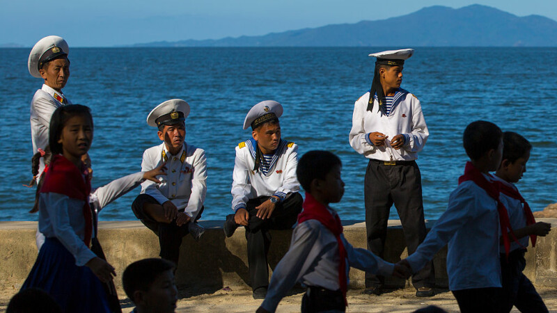 Reuters: Distracția se îmbină cu armele, la palatul de vară al lui Kim Jong-un